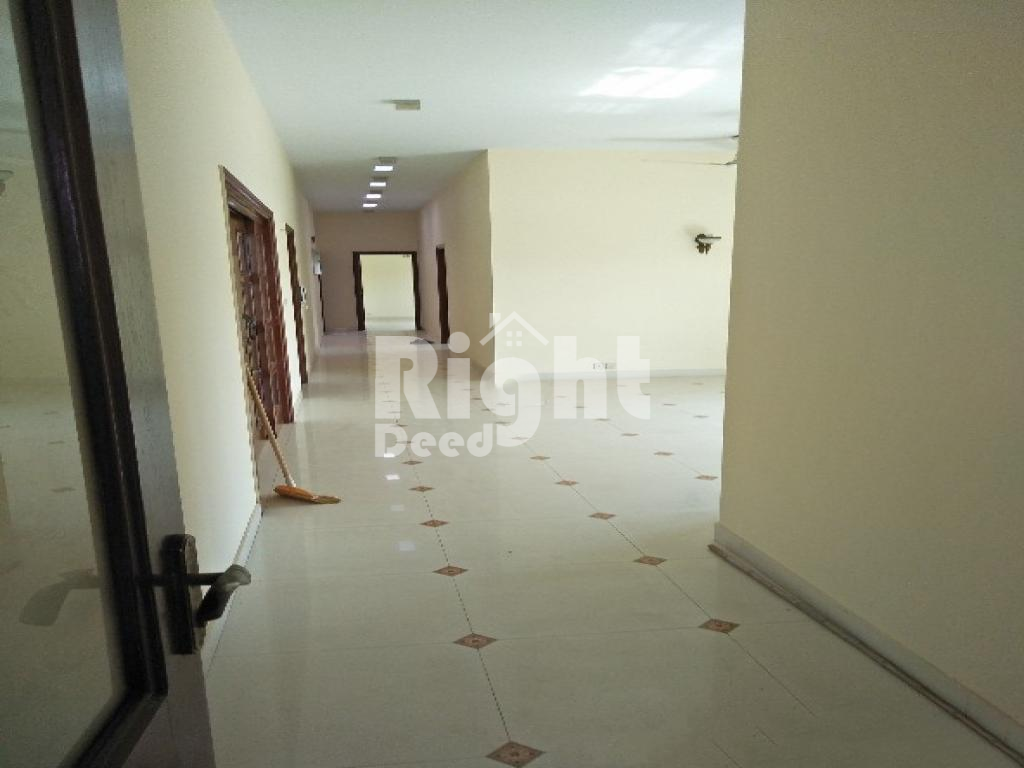 Slightly Used 3 Bedroom Upper Portion With Roof In Dha Phase 6 For Rent